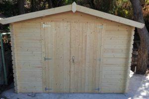 מחסן עץ עם גג משופע