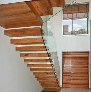 מדרגות עץ ותרומתן לעיצוב החלל